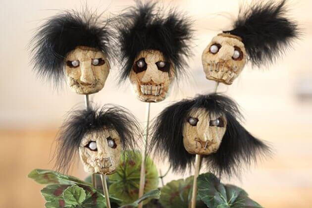 diy halloween decorations - dried apple shrunken heads