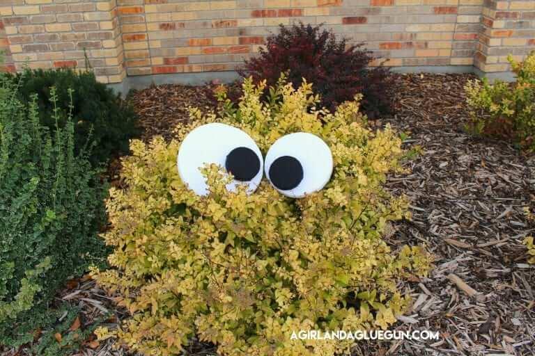 diy halloween decorations - yard monsters