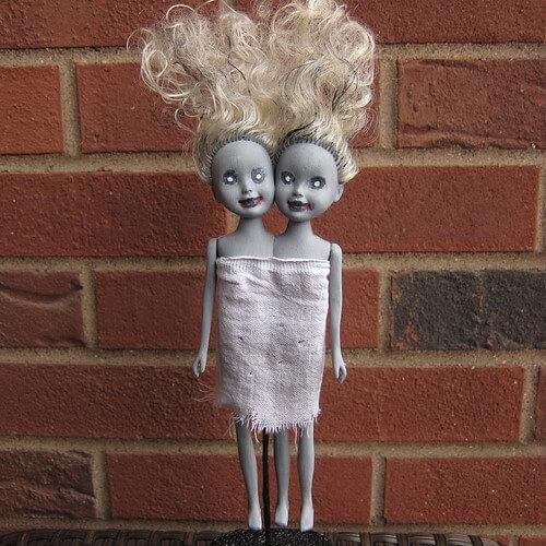 diy halloween decorations - zombie twin dolls