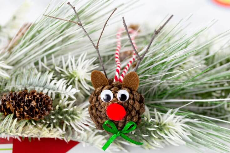 easy christmas kids crafts pinecone reindeer