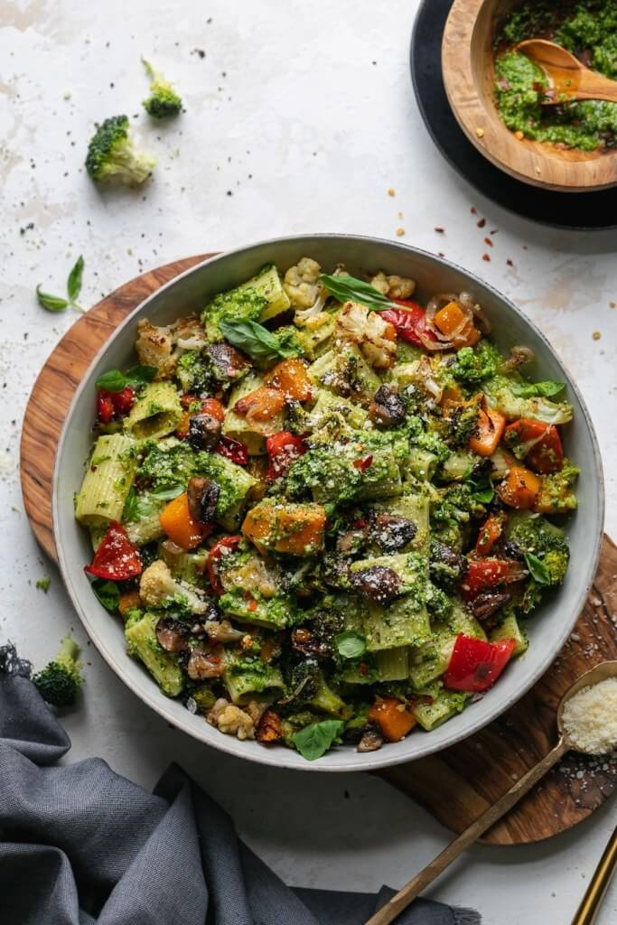 healthy meat free meal veggie pesto pasta