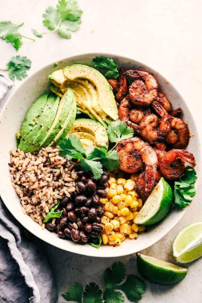 Garnelen-Avocado-Burrito-Bowl-zum-Gewichtsverlust