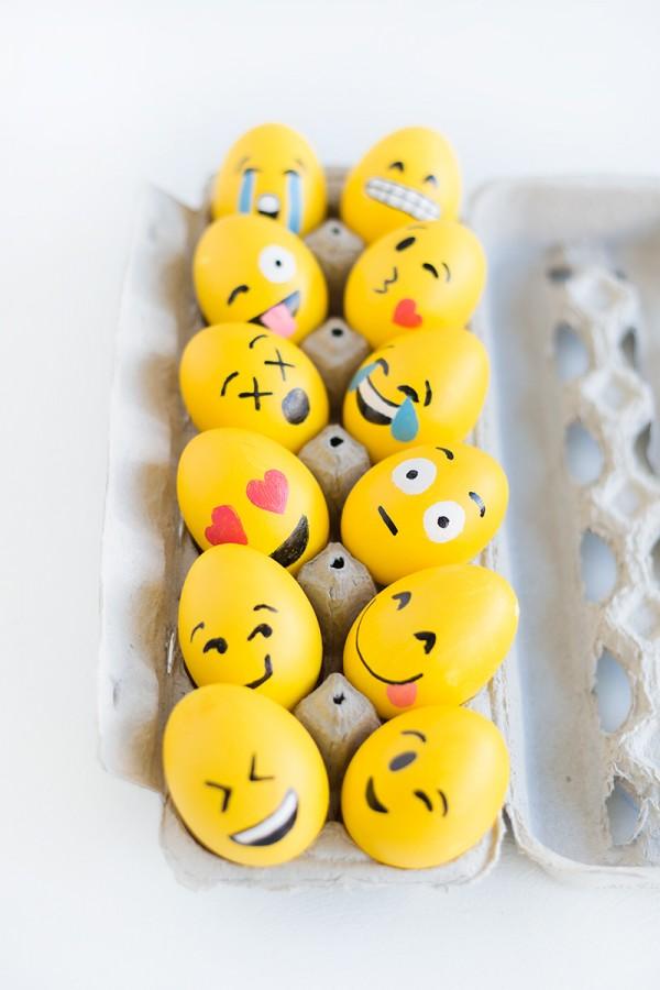 DIY-emoji-easter-eggs