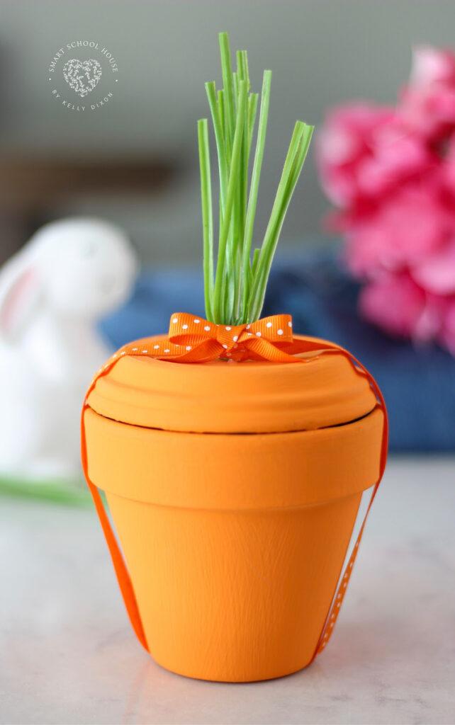 Terra-cotta-pot-carrot-easter-decor