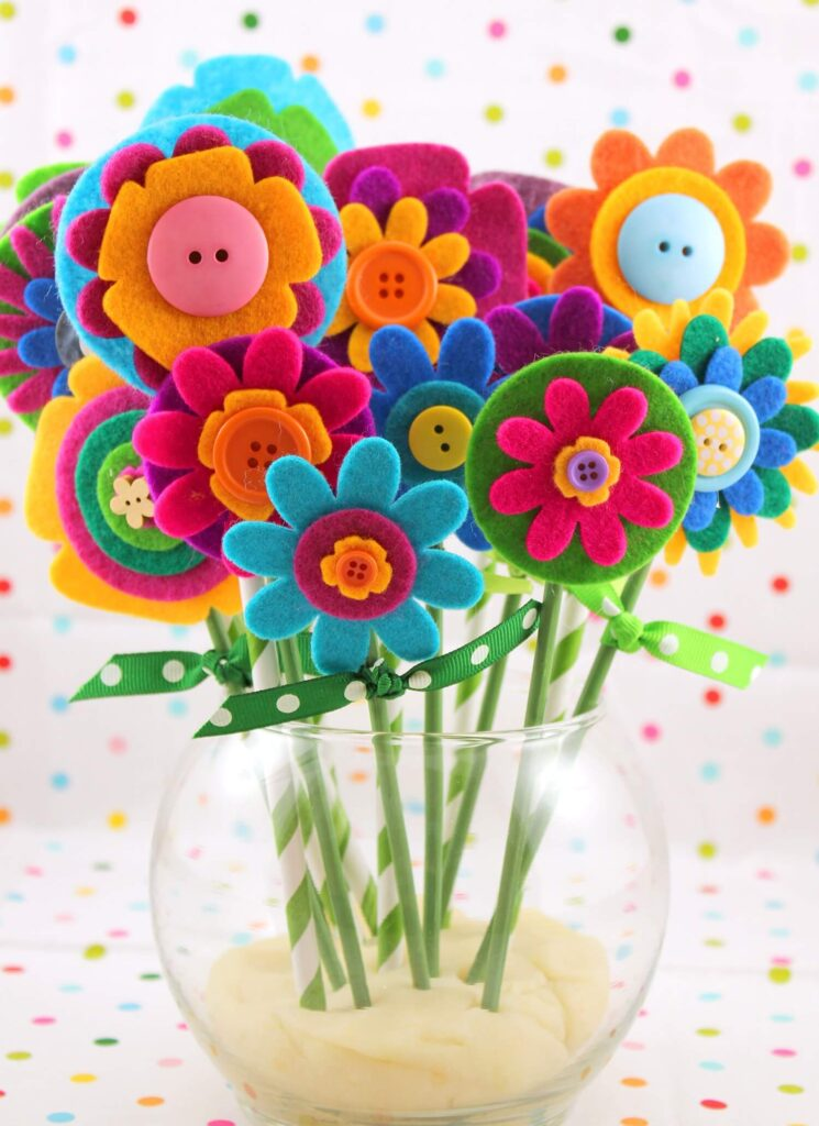 Filz-Blumen-Blumenstrauß-leicht-Muttertag-Bastelarbeiten-für-Kinderki