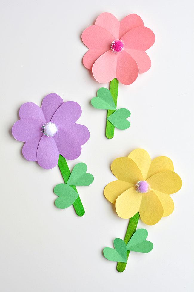 Kinderbasteln-zum-Muttertag-Papier-Herz-Blumen