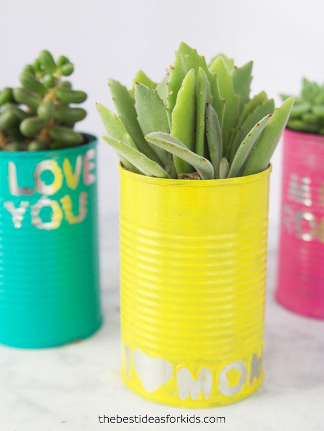 Pflanzgefäße-für-Kinder aus recycelten Blechdosen