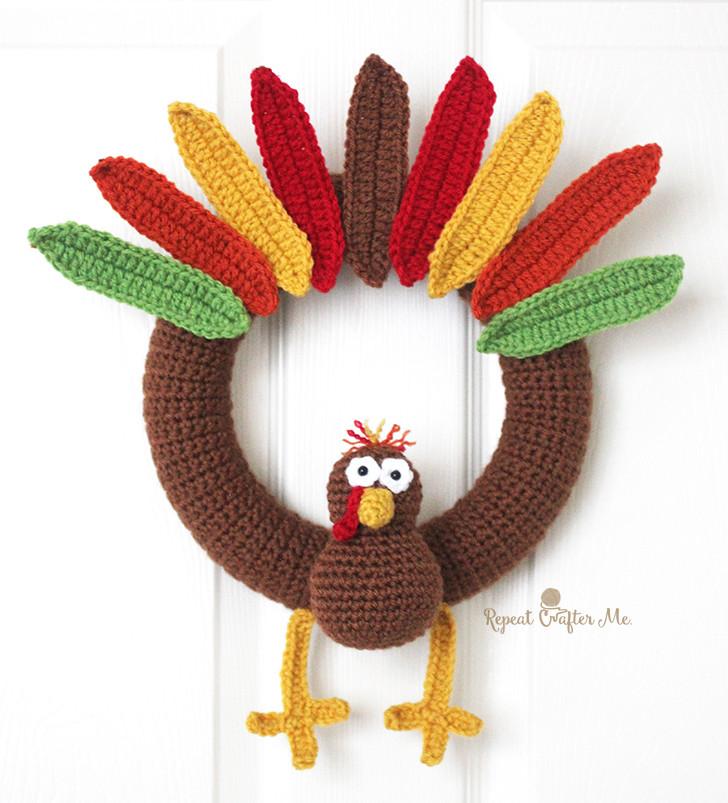 crochet turkey wreath with legs