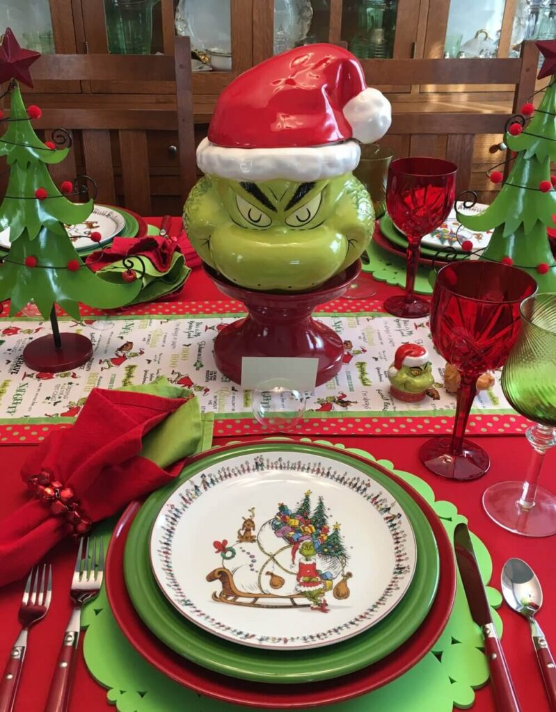grinch decoration table